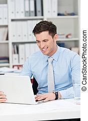 homem negócios, bonito, trabalhando escritório, jovem