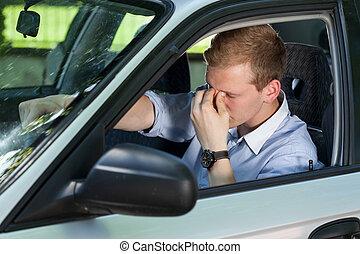 homem negócios, cansadas, dirigindo, car