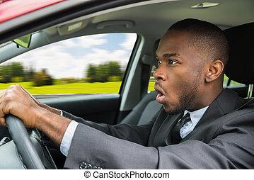 homem negócios, chocado, dirigindo, car