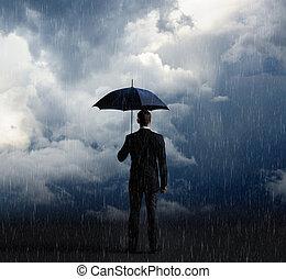 homem negócios, com, guarda-chuva, estando pé cima, tempestuoso, experiência., negócio, proteção, crise, concept.