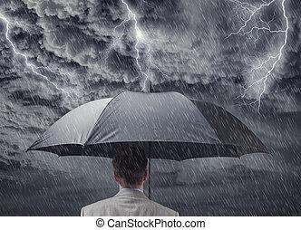 homem negócios, com, guarda-chuva, sheltering, de, aproximar-se, tempestade