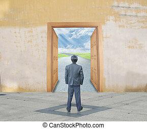 homem negócios, com, sucesso, porta