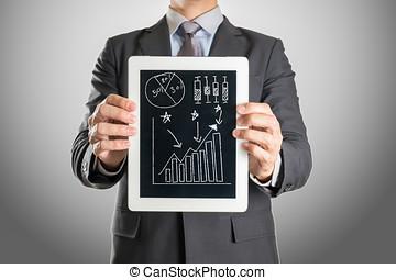 homem negócios, com, tabuleta, investimento, gráfico