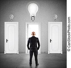 homem negócios, conceito, porta, escolher, direita