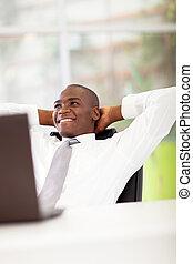 homem negócios, daydreaming, africano