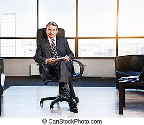 homem negócios, em, escritório.