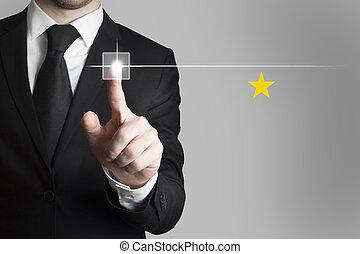 homem negócios, empurrar, botão, estrela, avaliação