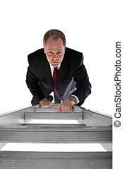 homem negócios, escalando, um, escada