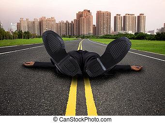 homem negócios, estrada cidade, vazio, esvaziado, cansadas