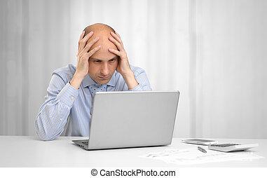 homem negócios, laptop, desesperado