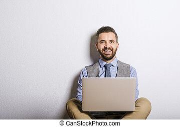 homem negócios, laptop, hipster