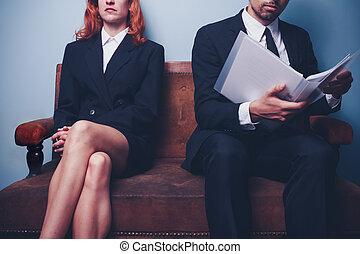 homem negócios, leitura, companhia, relatório