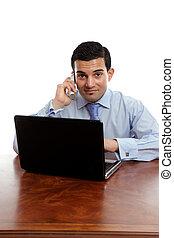 homem negócios, levando um telefonema