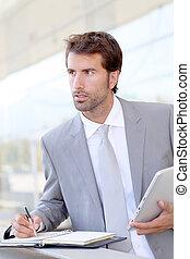 homem negócios, ligado, curso negócio