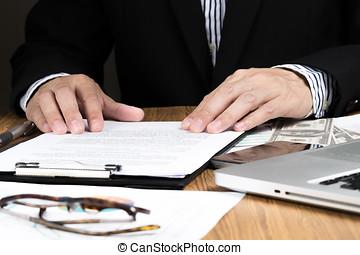 homem negócios, mão, verificar, marketing