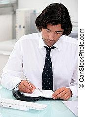 homem negócios, notando, nomeação, ligado, organizador