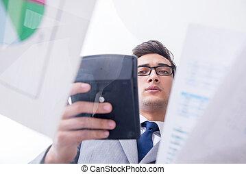homem negócios, olhar, financeiro, gráficos, e, gráficos