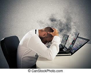 homem negócios overworked, computadores, gasto
