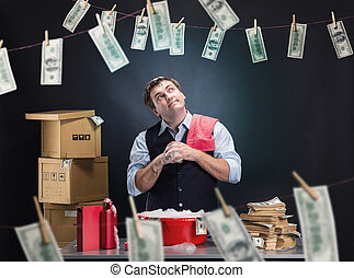 homem negócios, passar roupa, contente, dinheiro