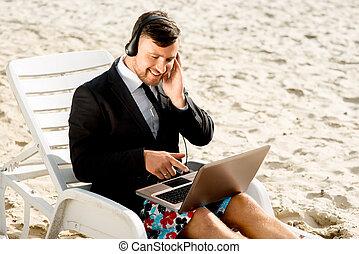 homem negócios, praia