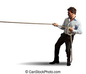 homem negócios, puxando, corda