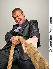 homem negócios, puxando, um, corda