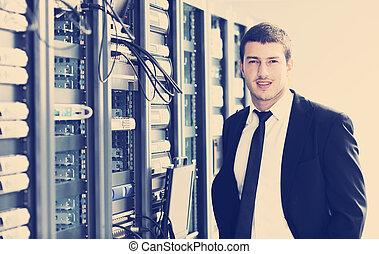homem negócios, sala, rede, laptop, servidor