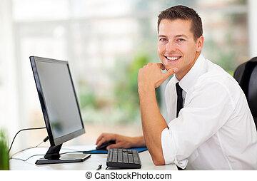 homem negócios, sentando, em, modernos, escritório