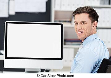homem negócios, sentando, frente, um, em branco, monitor