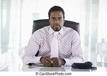 homem negócios, sentar-se escritório, com, organizador...