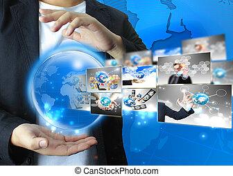 homem negócios, tecnologia, conceito, segurando, mundo