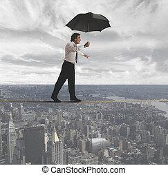 homem negócios, tentando, para, mantenha, equilíbrio
