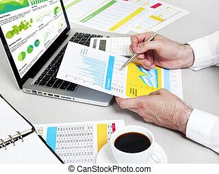 homem negócios, trabalhar, relatório financeiro