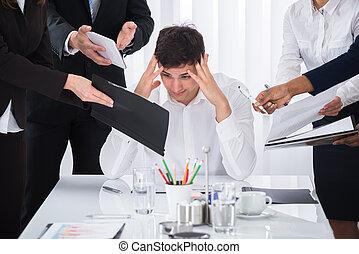 homem negócios, trabalho, cansado, saída