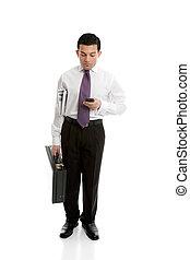 homem negócios, usando, telefone móvel