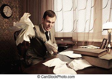 homem negócios, zangado, rumples, documentos