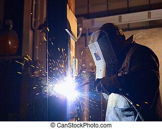 homem, no trabalho, como, soldador, em, pesado, indústria