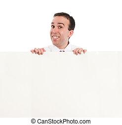 homem olha parede excedente