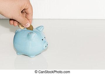 homem, pôr, moeda, em, piggy, bank., dinheiro saving, concept.