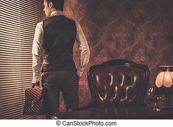 homem, pasta, bem-vestido