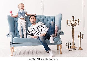 homem, pensativo, sofá, bonito, sentando