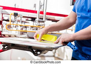 homem, preparar, tecido, para, tela, printing.