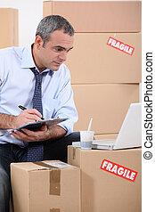 homem, procurar, para, novo, mobília, ligado, internet