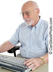 homem sênior, browses, internet