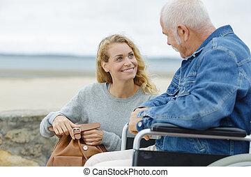 homem, sênior, cadeira rodas, bonito, caregiver