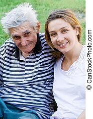 homem sênior, com, seu, neta