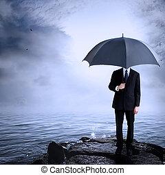 homem, segurando guarda-chuva, em, a, costa