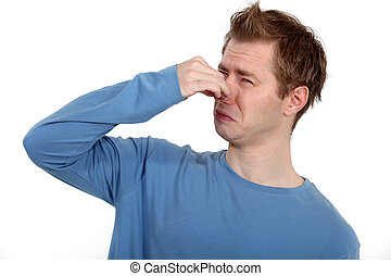 homem, segurando, seu, nariz, contra, um, mau, cheiro