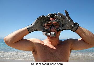 homem snorkeling