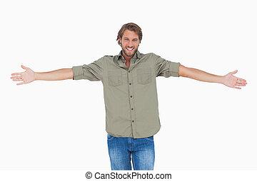 homem sorridente, com, braços abrem, largo